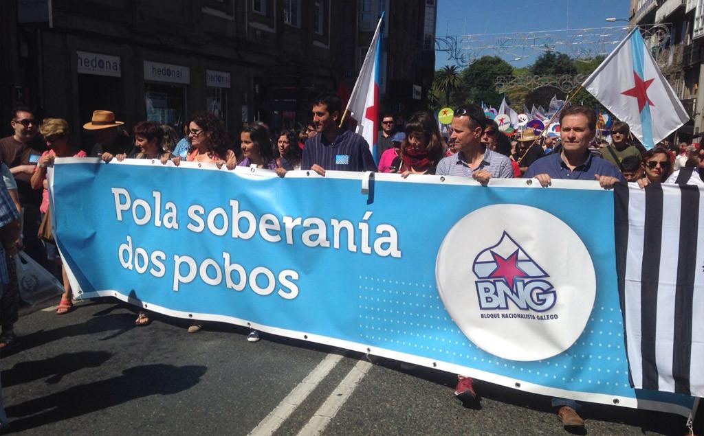 Más de 25.000 personas participan en la histórica manifestación por la 'Naçom Galega' en Compostela