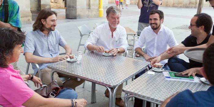"""Garzón reitera en Zaragoza su apuesta por una candidatura unitaria """"construida desde abajo"""" y para """"devolver el gobierno al pueblo"""""""