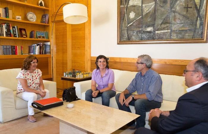 """El Gobierno de Aragón pagará el Ingreso Aragonés de Inserción """"a todas las personas que cumplan los requisitos"""""""