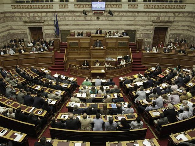 Los nuevos ministros del Gobierno griego juran el cargo tras la remodelación de Tsipras