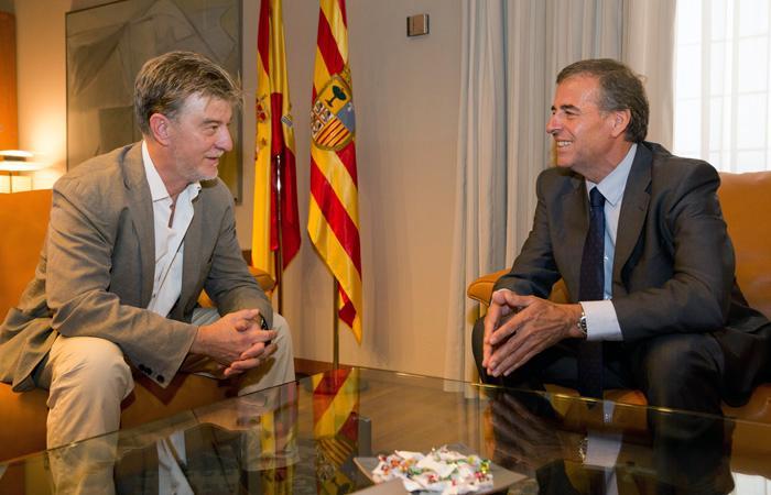 El nuevo escenario político y las relaciones entre las Cortes y el Ayuntamiento centran el primer encuentro institucional entre Cosculluela y Santisteve