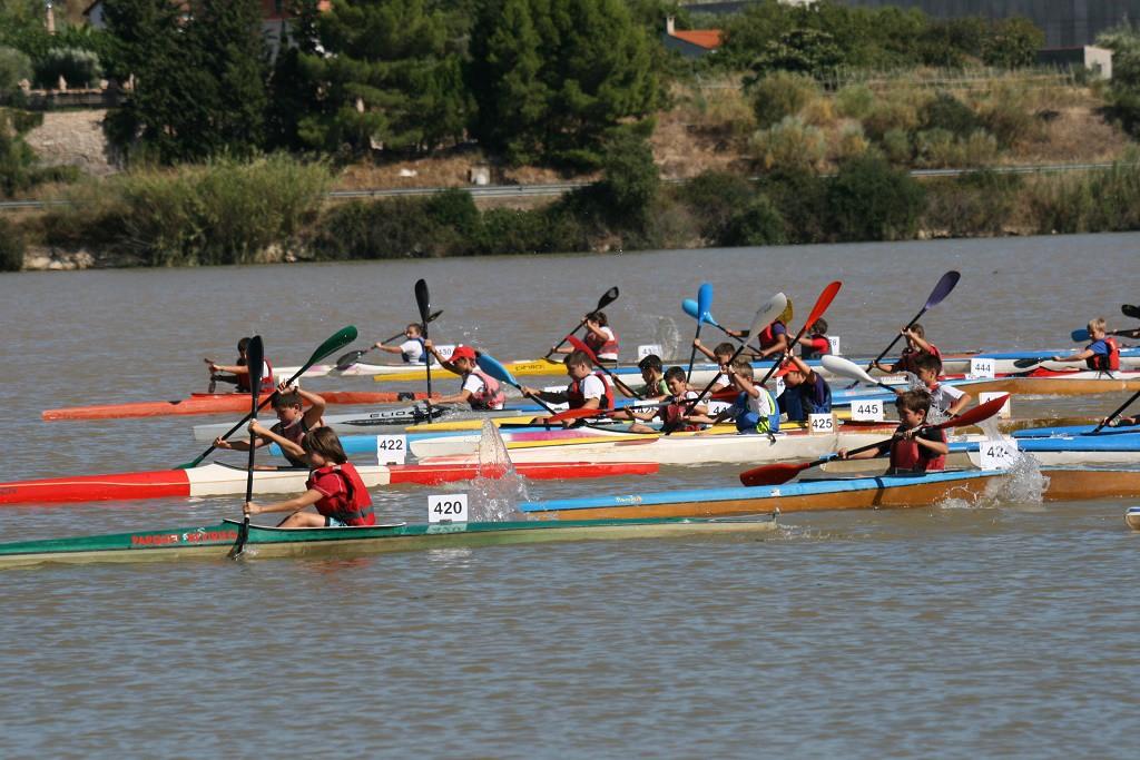 Más de 650 palistas participan  en Mequinensa en la Copa Estatal de Jóvenes Promesas y el Campeonato de Veteranos en embarcación dobles de piragüismo