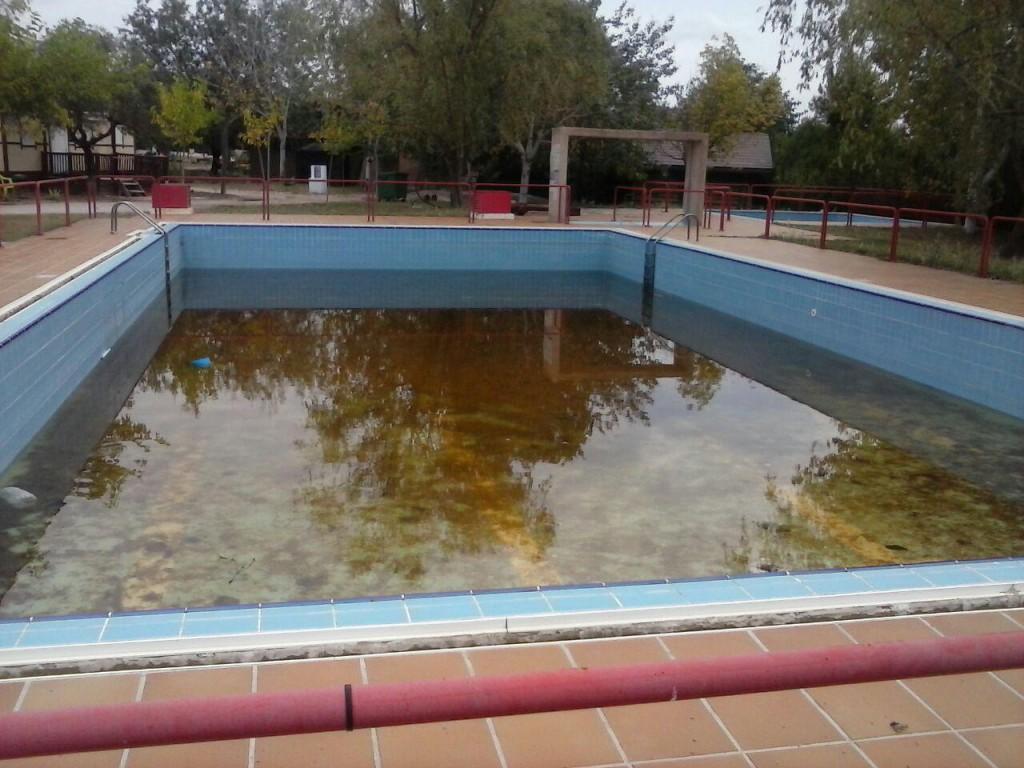 El Camping de Alcanyiz se adjudica sin solucionar el suministro de agua potable ni los vertidos de aguas residuales