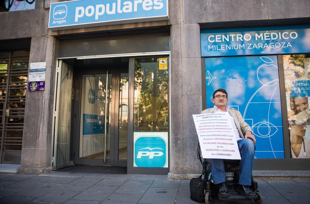 Antonio Aramayona traslada su protesta a la sede del PP