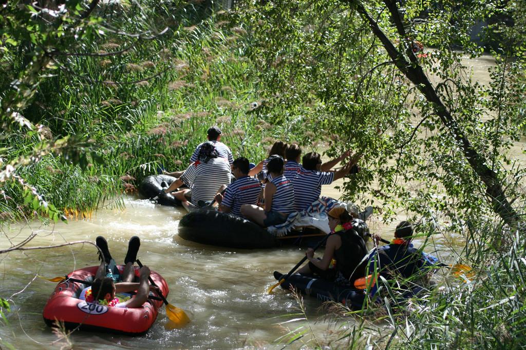 La XXXIII edición de la Bajada del Canal muestra las reivindicaciones pendientes del barrio de Torrero