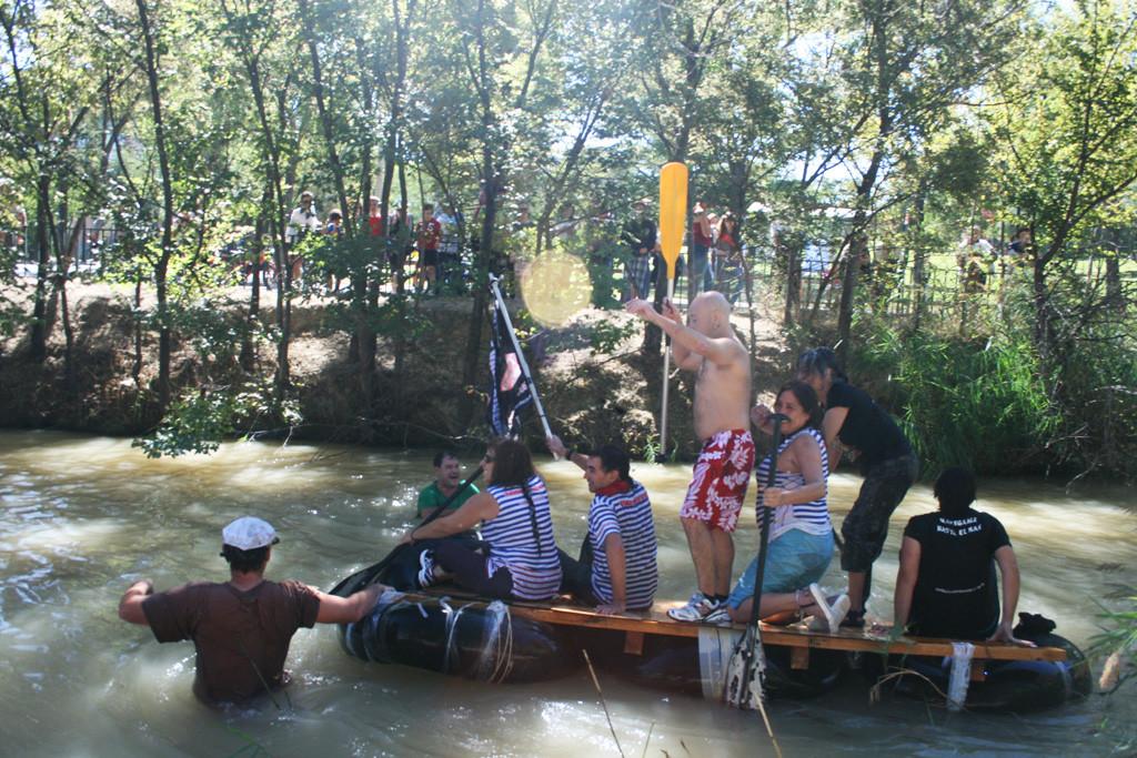 La Bajada del Canal culmina una semana de cultura, diversidad y lucha vecinal en Torrero