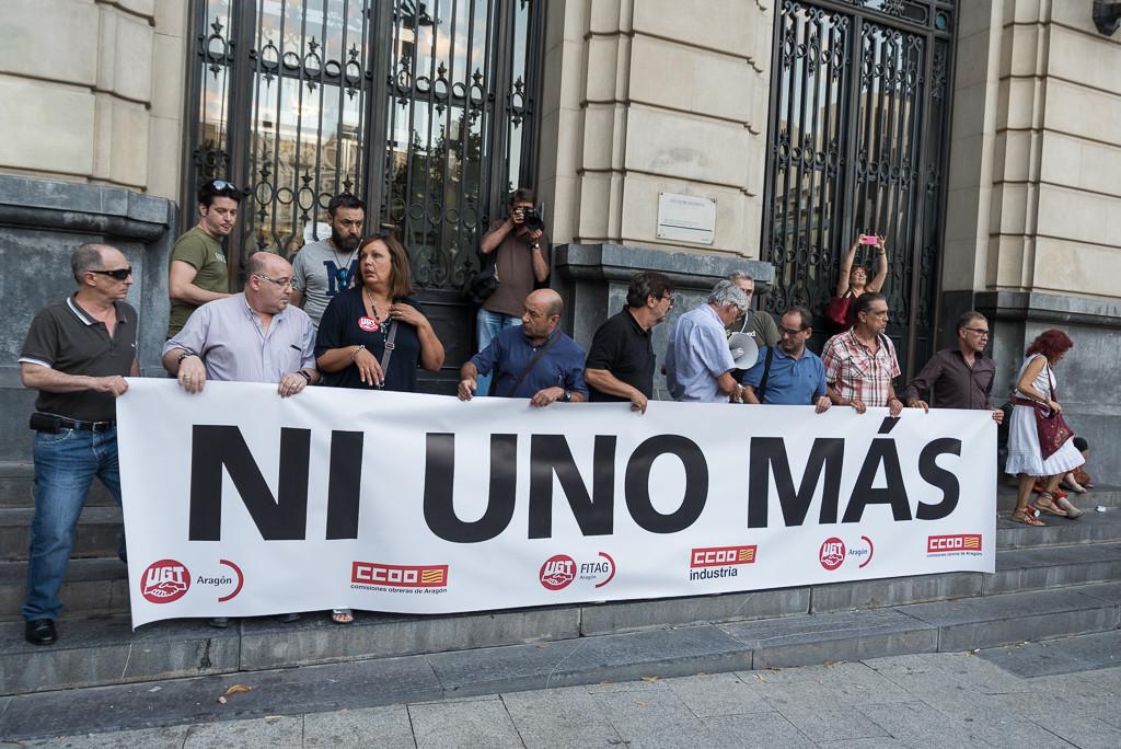 Varias concentraciones rinden homenaje a las víctimas de la Pirotecnia Zaragozana