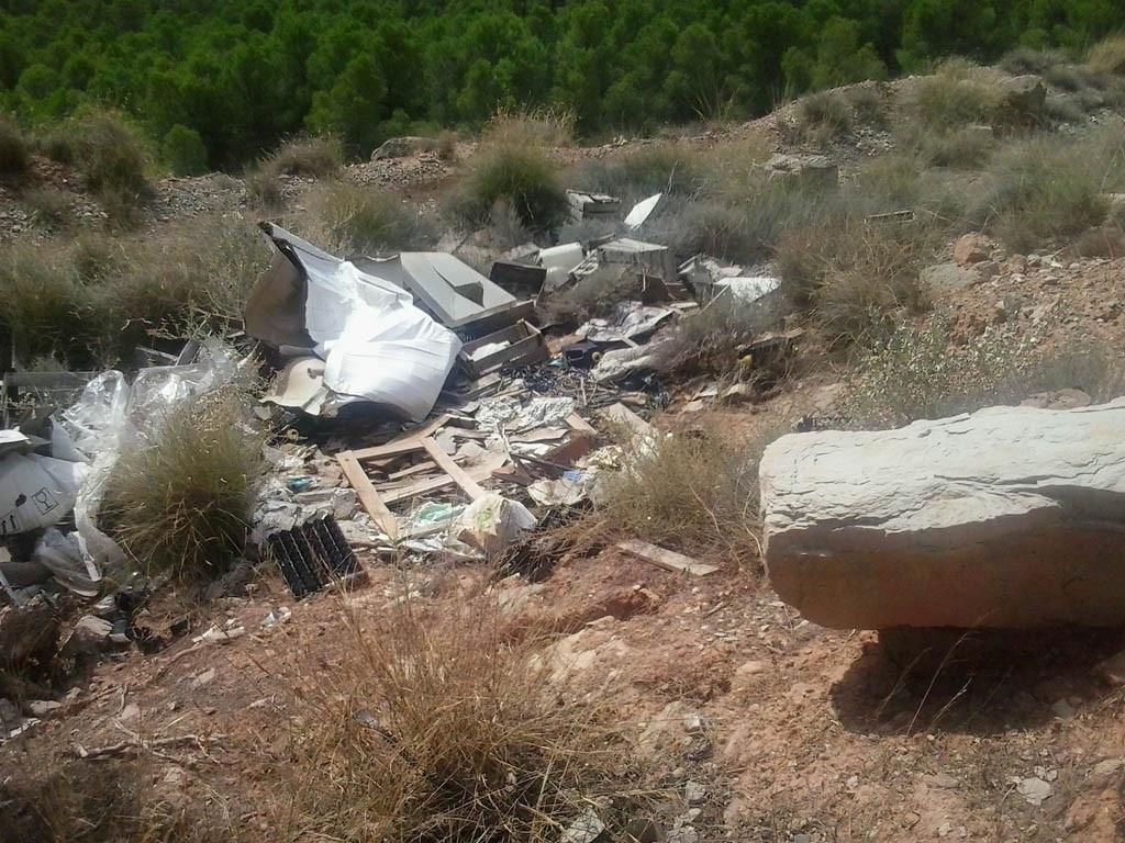 IU denuncia la existencia de varios vertederos ilegales en el término municipal de Fraga