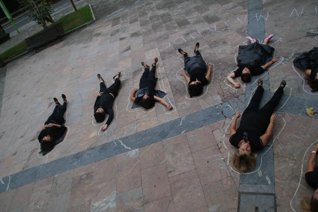 Women In Black Acción: Performance contra los asesinatos machistas