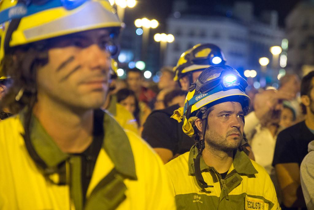Las plantillas de bomberos forestales de la BRIF y SARGA marchan por las calles de Zaragoza en defensa de sus derechos laborales