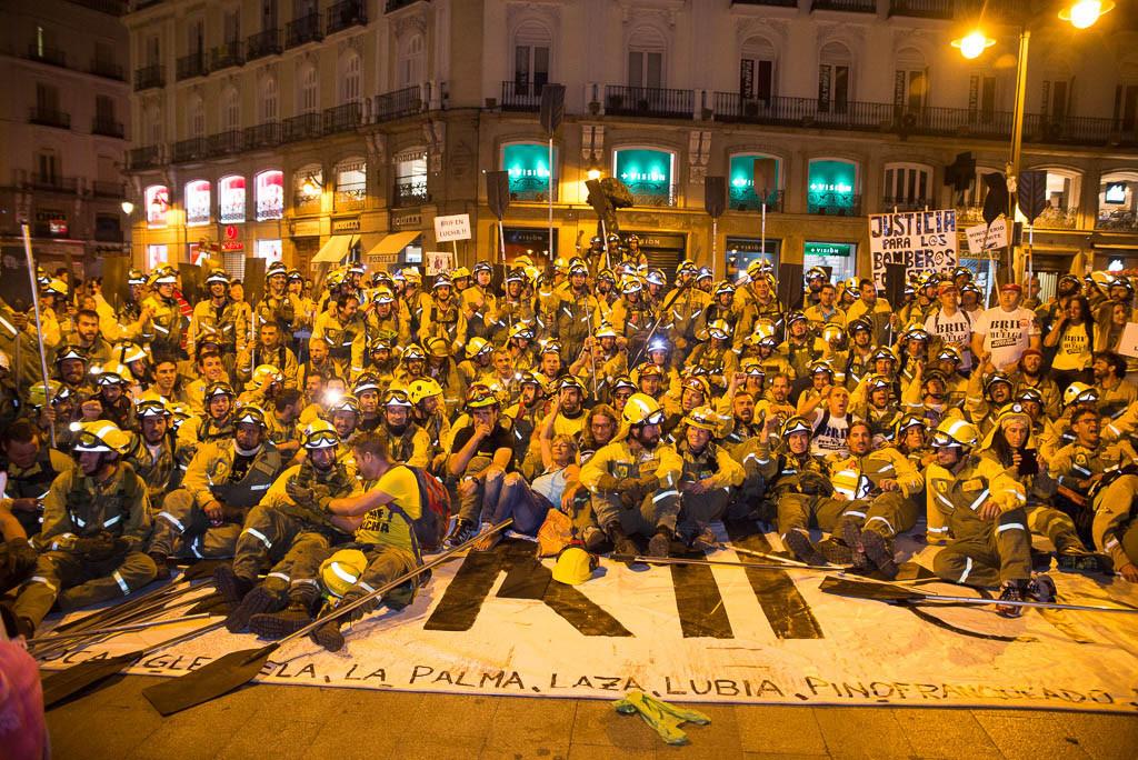 IU y Podemos apoyan las reivindicaciones de los y las bomberos forestales que reclaman el reconocimiento de su categoría profesional