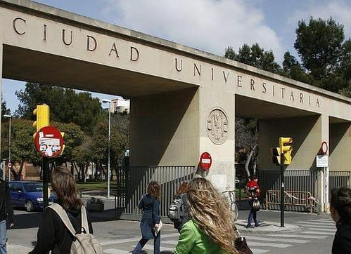 Los empleados universitarios reclaman el pago de la extra 2012