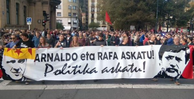 Miles de personas reclaman en Donostia la libertad de Arnaldo Otegi y Rafa Díez