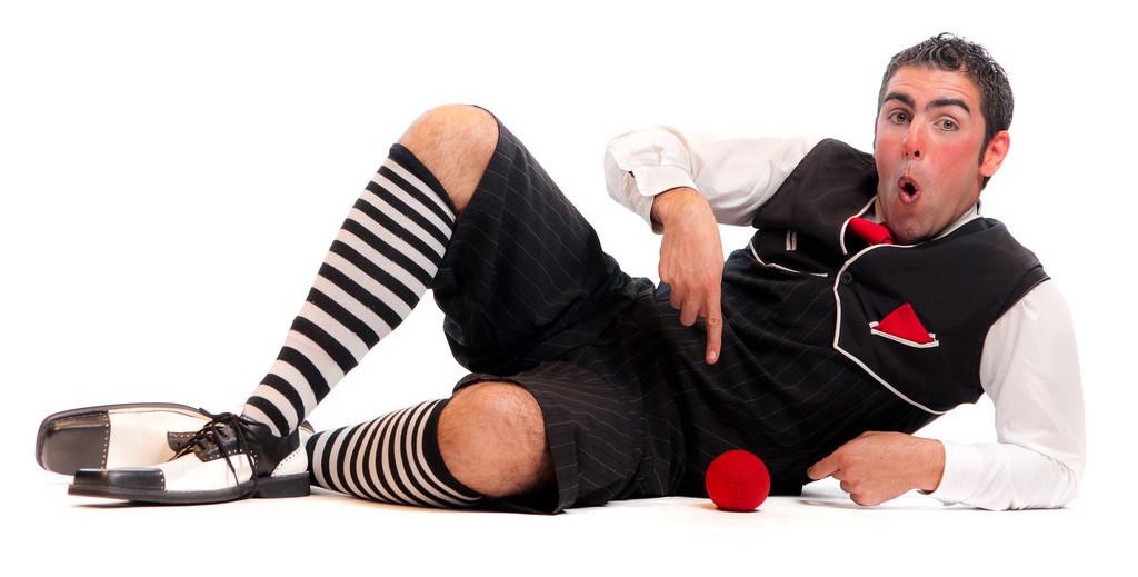 Clown, malabares, magia y circo con el argentino Adrián Conde en El Sótano Mágico