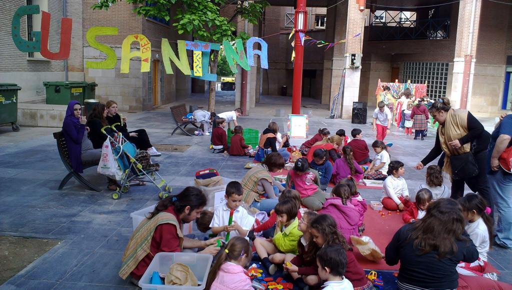 La Asociación Socioeducativa Gusantina organiza una fiesta para celebrar el día de los derechos de la infancia