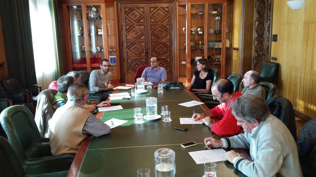 Colectivos ecologistas y vecinales trasladan al Gobierno de Zaragoza sus críticas y propuestas sobre la gestión del arbolado urbano