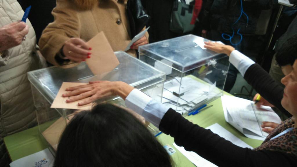 La participación en Aragón a las 14.00 horas es del 39,63%, ligeramente superior a la estatal