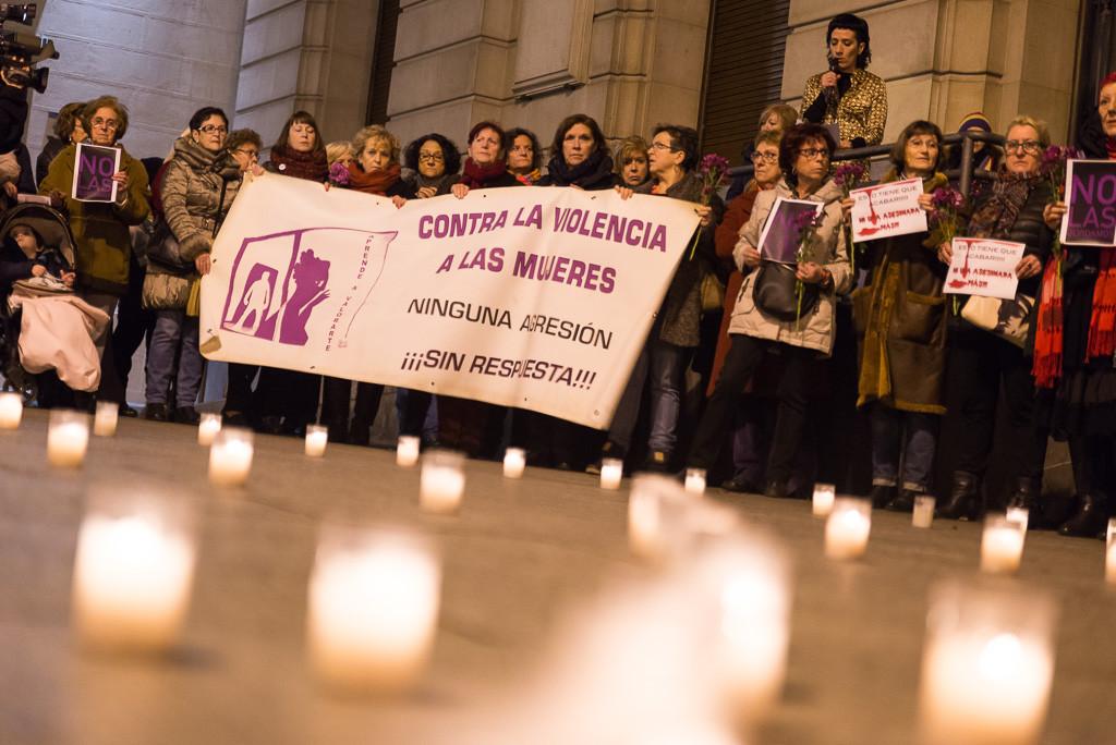 Desgarrador minuto de silencio en Zaragoza en respuesta al último asesinato del terrorismo machista