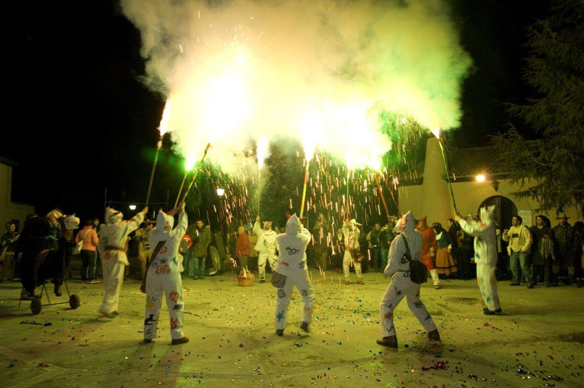 """Las Armas se cita con el fuego de Os Diaples d'a Uerba en el Festival """"Pa cutio Punchacuto"""""""