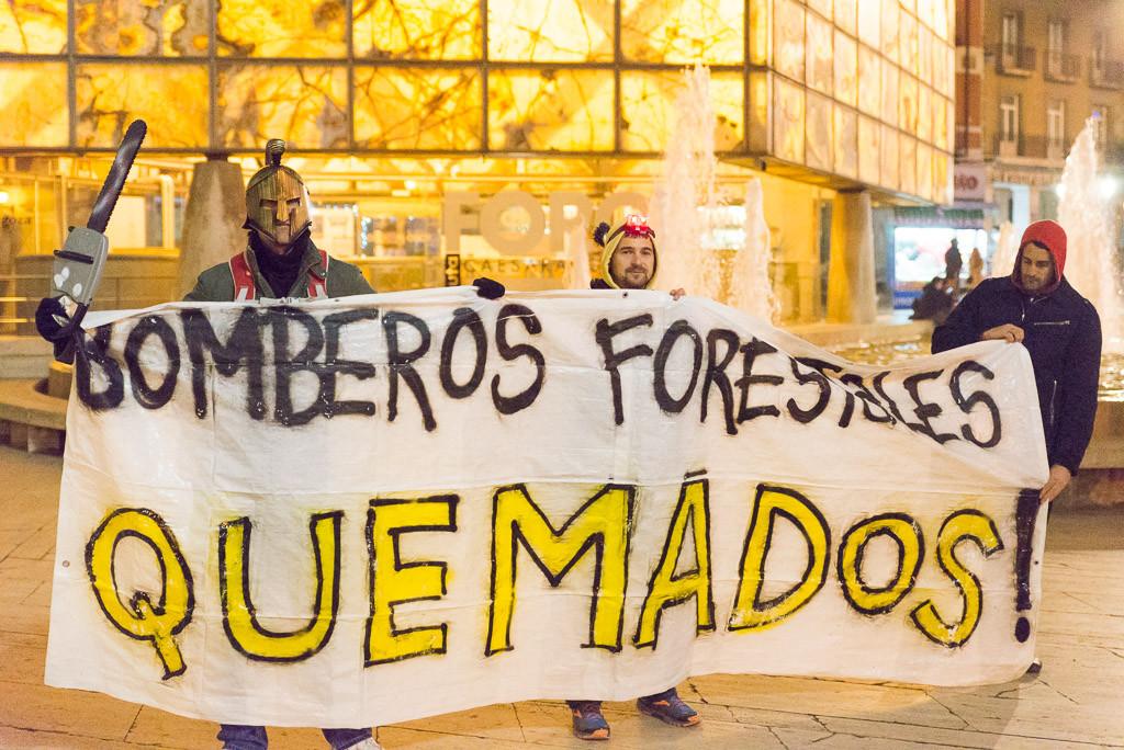 La plantilla de SARGA se concentra ante las Cortes para exigir el cumplimiento del acuerdo de Gobierno