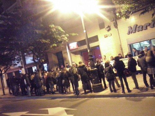 Nueva cacerolada de CGT y STEA ante la sede del PSOE