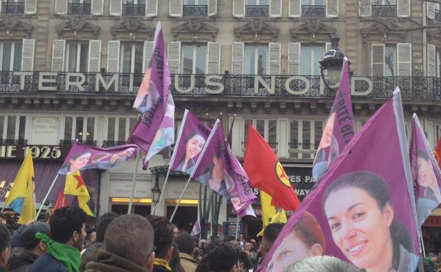Miles de personas se manifiestan en París en memoria de Sakine, Fidan y Leyla
