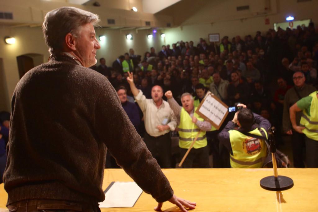 """Santisteve muestra su apoyo a la plantilla y señala a AUZSA como """"la mayor responsable"""" para solucionar el conflicto"""