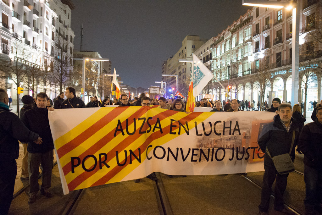 Trabajadores de AUZSA en la manifestación. Foto: Pablo Ibáñez (AraInfo)