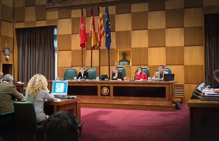 Zaragoza aprueba sus ordenanzas fiscales marcadas por la negativa de PSOE, PP y Cs a la subida a las grandes superficies