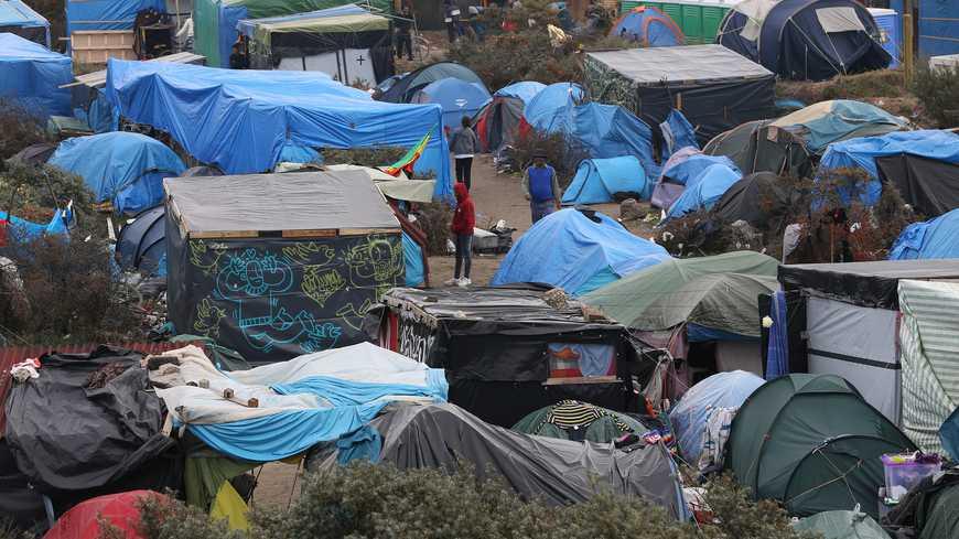 Francia inicia la demolición de parte del campamento de Calais