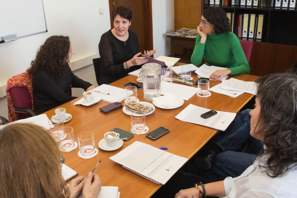 Elena Giner recibe a la inspectora Luisa Velasco para el asesoramiento en materia de violencia machista