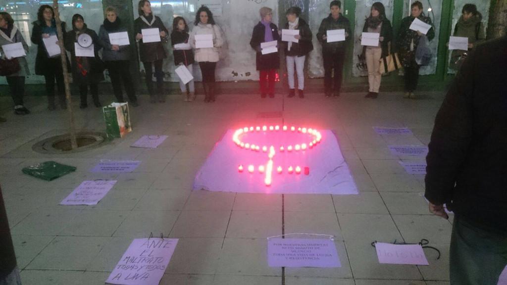 Una concentración en Uesca para recordar a las mujeres víctimas de violencia machista