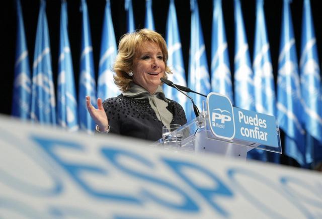 Esperanza Aguirre, concejal y portavoz del Partido Popular madrileño, anuncia su dimisión