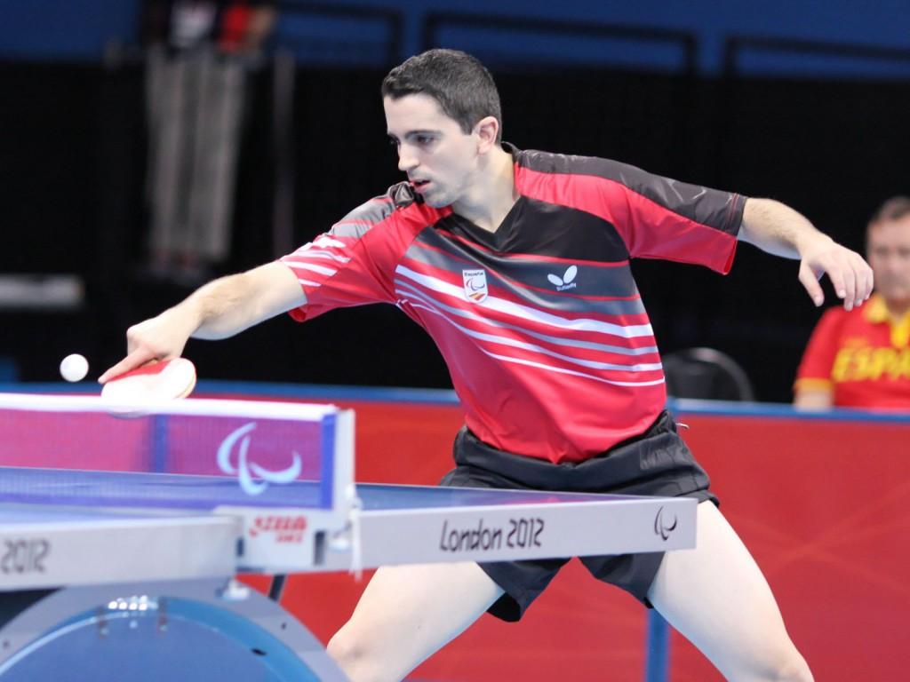 Diploma olímpico para Jorge Cardona en el torneo individual de tenis de mesa