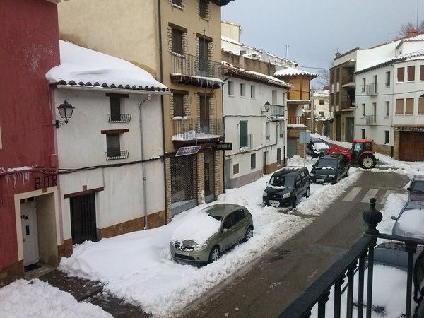 Ocho tramos de carreteras continúan cortados por nieve y se activa el Plan Municipal de Protección Civil ante los fuertes vientos