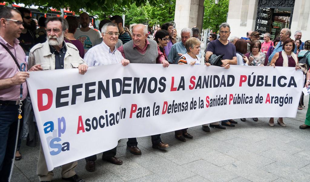 Diversas entidades sociales organizan en Zaragoza una mesa informativa y convocan una concentración contra las listas de espera