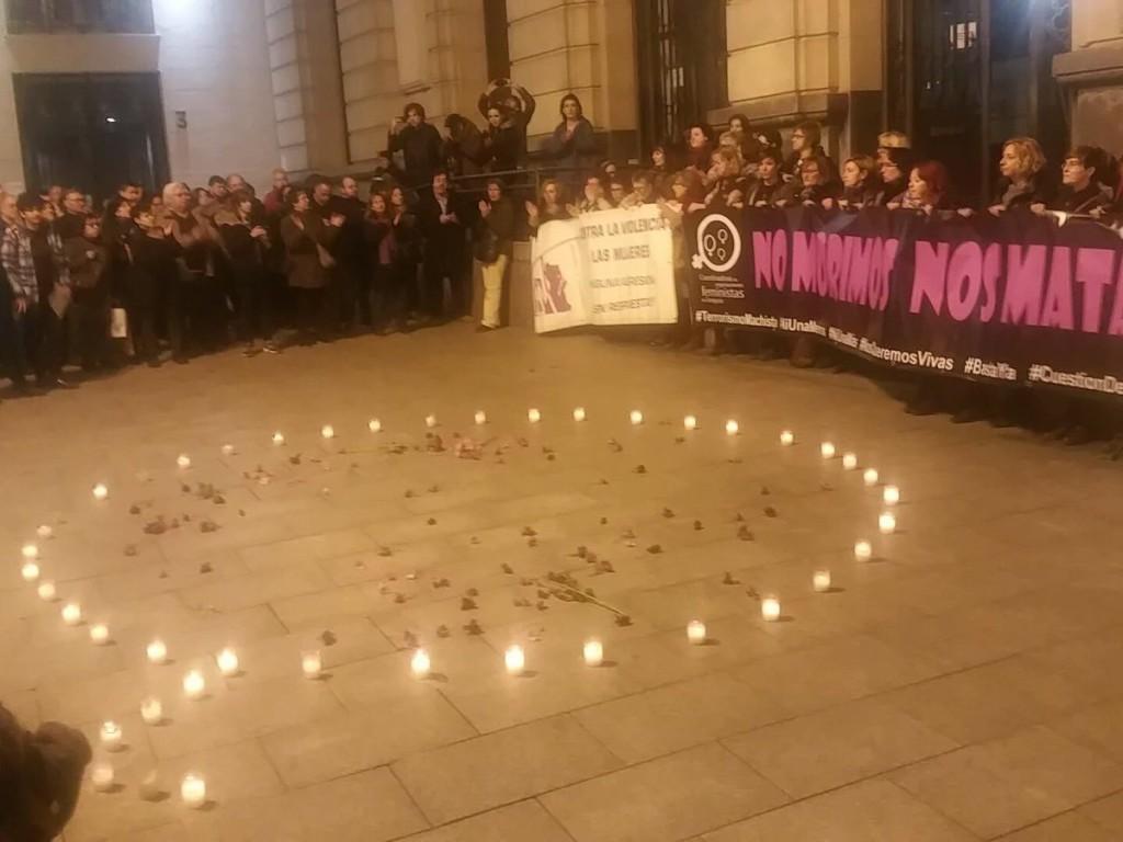 Gritos de repulsa contra la violencia machista en Zaragoza