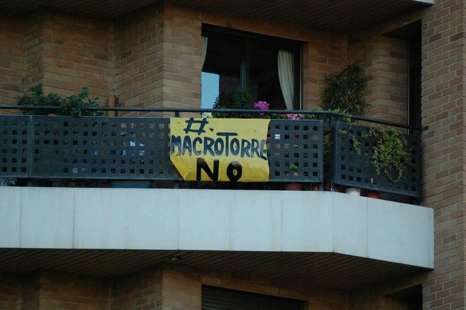 """Asociaciones vecinales se movilizan contra la """"macrotorre"""" de la plaza Europa"""