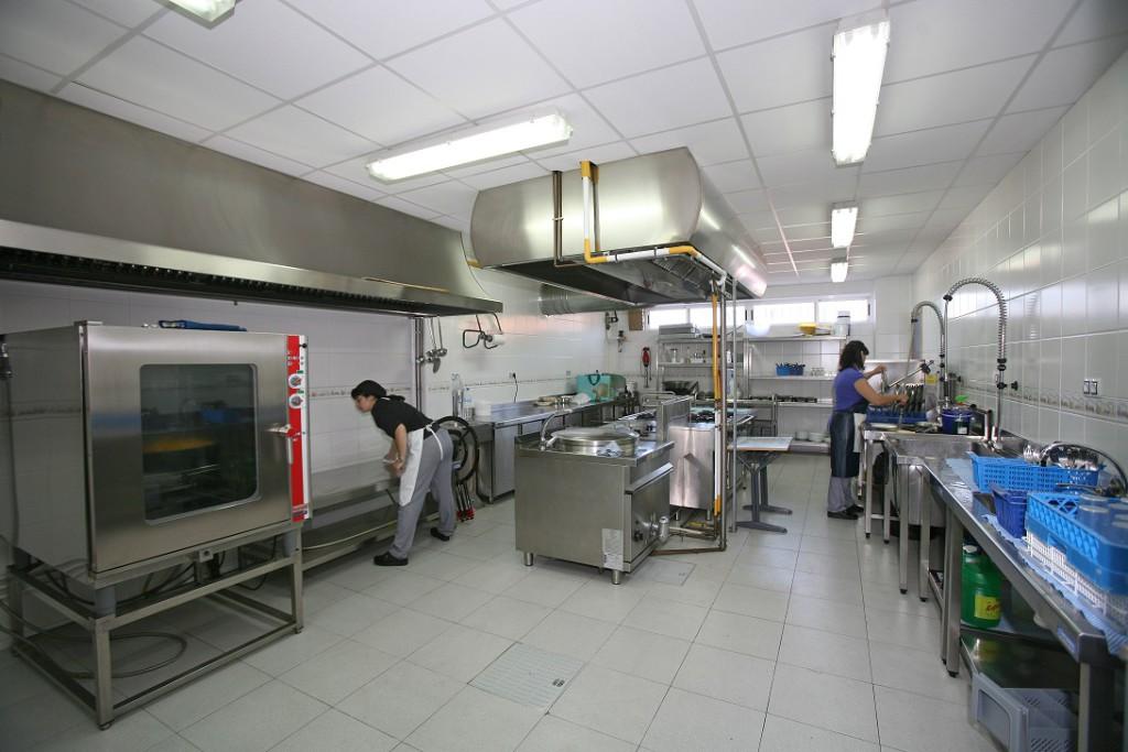 Exigen al Gobierno de Aragón que dos colegios de Zaragoza tengan cocina propia