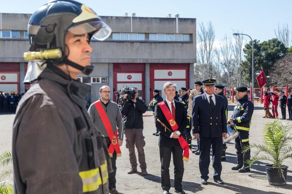 El alcalde elogia la labor de los bomberos de Zaragoza en el día de su festividad