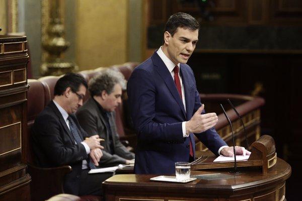 El PSOE registra en el Congreso español una moción de censura contra Mariano Rajoy