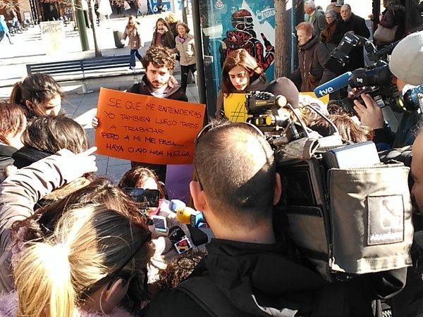 El colectivo de movilidad reducida se vuelve a manifestar en Zaragoza por unos autobuses accesibles