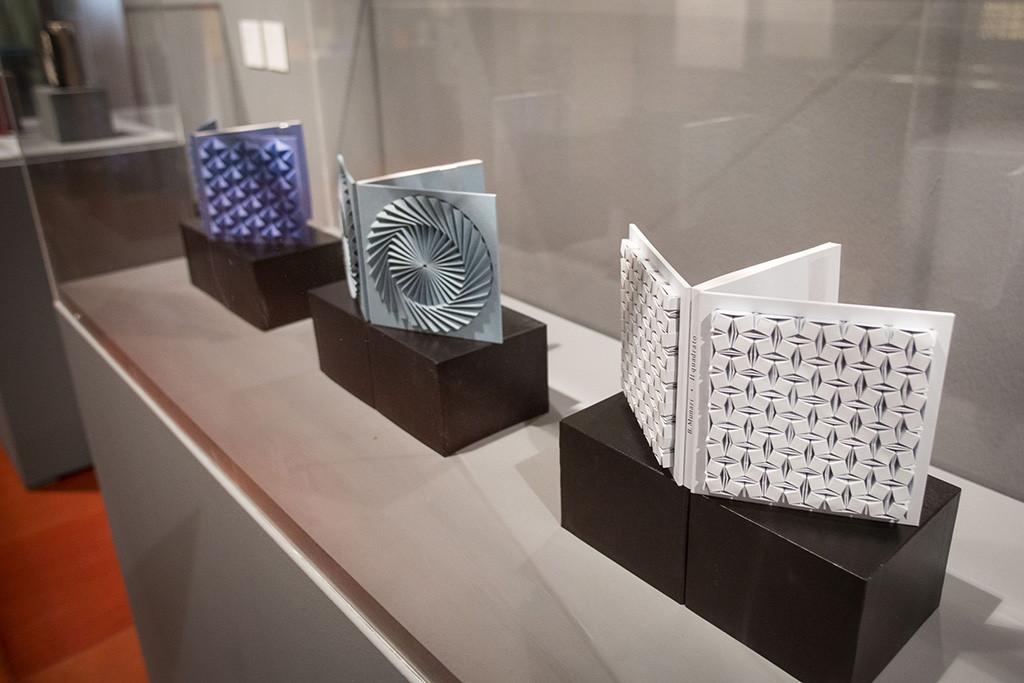 """""""Libros en Papel"""": el arte de la encuadernación en la Escuela Museo Origami de Zaragoza"""