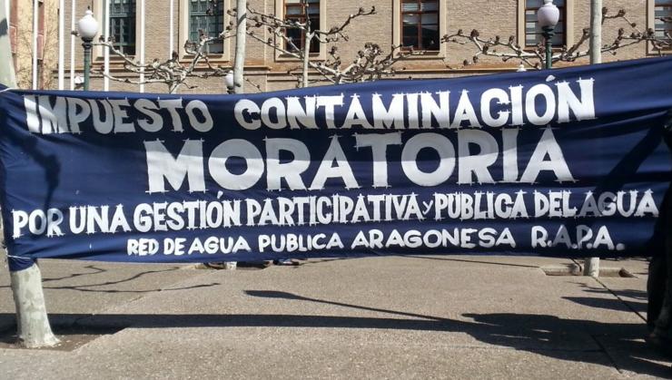 Protesta contra el ICA y por el agua pública ante el Pignatelli