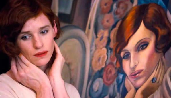 Performance de Lili imitando el gesto de su retrato.