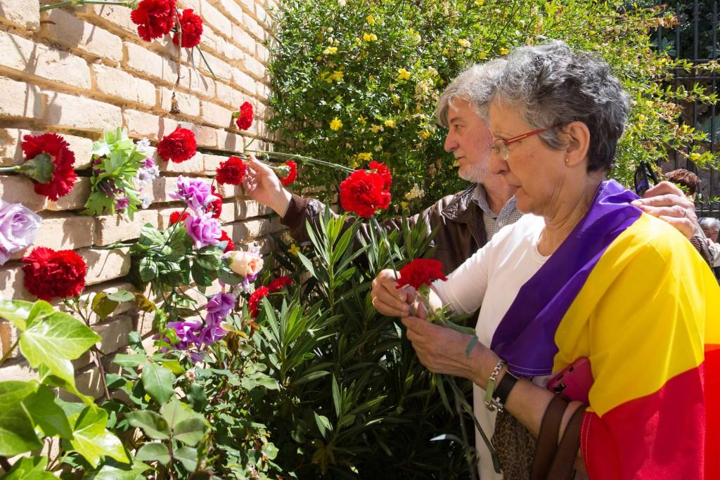 Homenaje a las víctimas del franquismo en el cementerio de Torrero