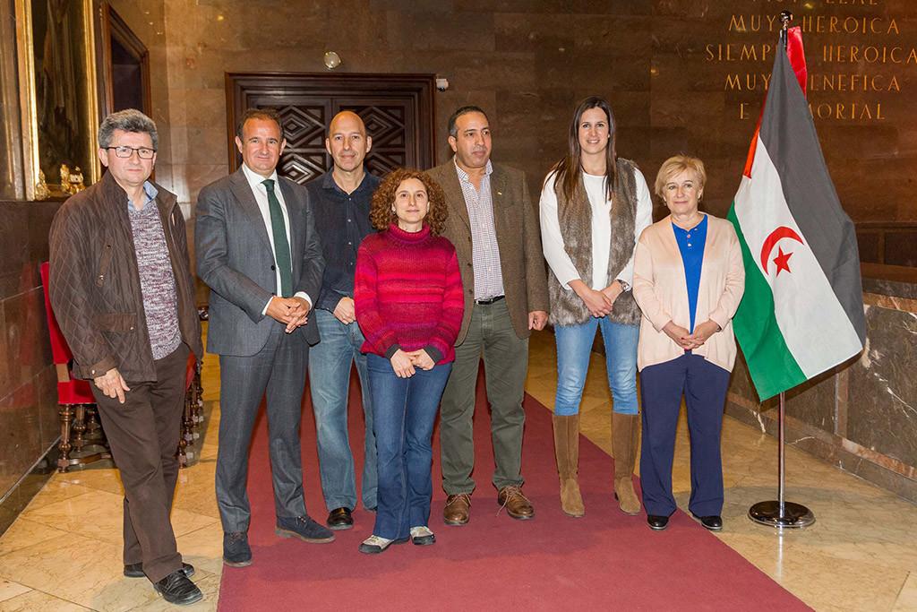Concejales del Ayuntamiento de Zaragoza visitan los campamentos de refugiados saharauis en Tindouf