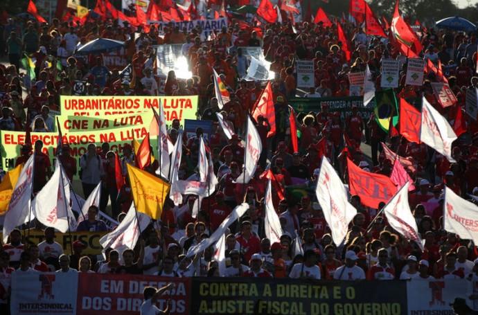 """Brasil sale a la calle contra las """"maniobras golpistas"""" de la derecha"""