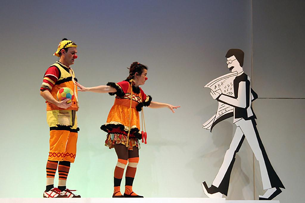 """Engrata Teatre presenta """"Calles"""", una obra que narra las aventuras de Pupetes y Fideu por una ciudad hostil"""
