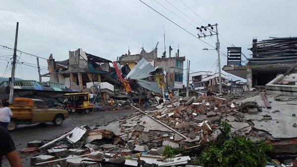 Se elevan a 413 las personas muertas en las costas ecuatorianas tras el terremoto